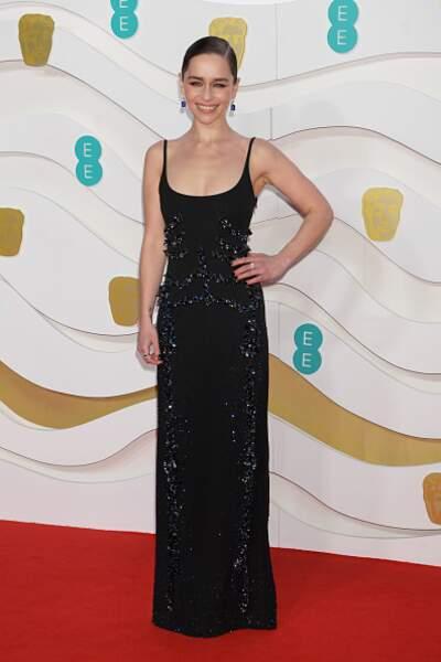 Emilia Clarke simple et lumineuse en Schiaparelli haute couture