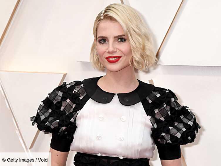 Oscars 2020 : Cette technique surprenante pour faire tenir la coiffure de Lucy Boynton - Voici