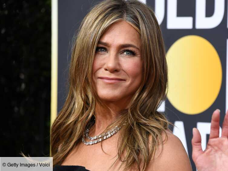 VIDEO Jennifer Aniston : non, elle n'a pas eu la même coiffure toute sa vie! - Voici