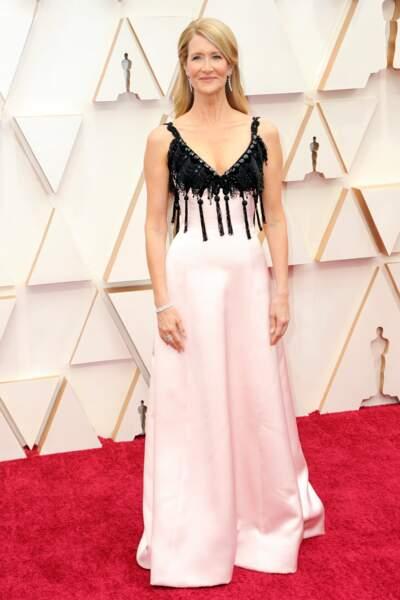 Don't : Laura Dern qui d'habitude fait un sans faute, c'est raté pour la cérémonie des Oscars