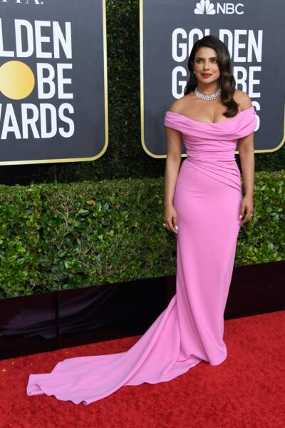 Do : Priyanka Chopra so chic dans sa robe rose bonbon