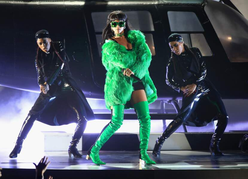 Même sur scène Rihanna n'oublie pas la couleur
