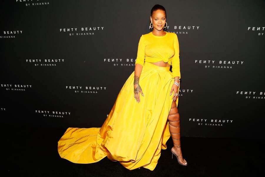 Rihanna lumineuse en jaune