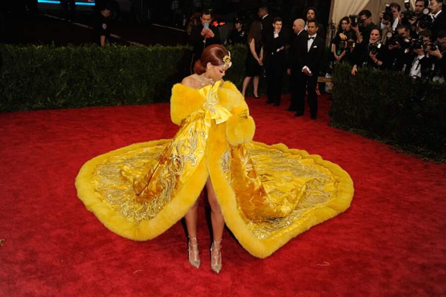 Rihanna et sa tenue iconique jaune poussin