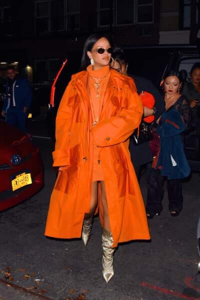 Rihanna dans un look 100% orange