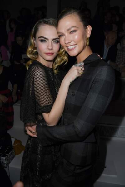 Fashion Week - Cara Delevingne et Karlie Kloss complices au défilé Dior automne-hiver 2020/2021