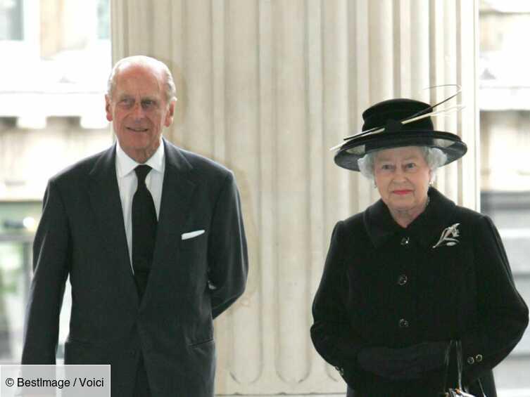 Elizabeth II et le prince Philip ont pris leurs distances : ils ne vivent plus ensemble - Voici