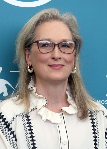 Meryl Streep assume ses cheveux blancs sur une coupe longue