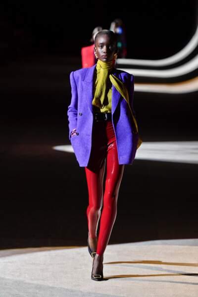 Fashion Week - Défilé Saint Laurent : le legging en cuir façon latex
