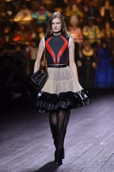 Fashion Week - Défilé Louis Vuitton : les jupes en cuir aux multiples volants