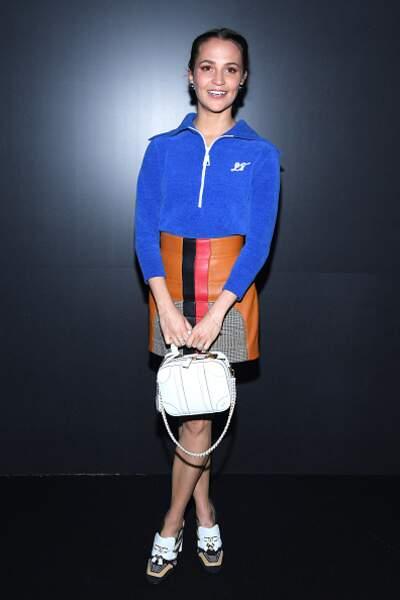 Défilé Vuitton : Alicia Vikander dans une tenue chic et sportswear