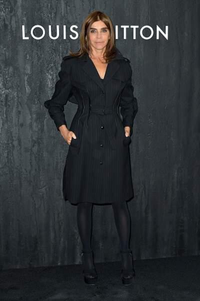 Défilé Vuitton : Carine Roitfeld en total look noir