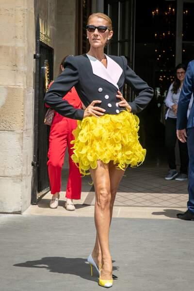 Do Céline Dion : le match entre une jupe féminine et un blazer court