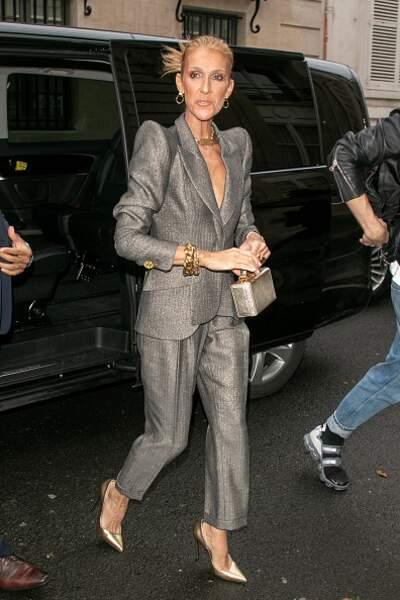 Do Céline Dion :  le tailleur irisé