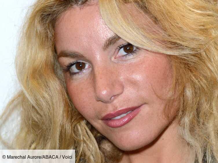 PHOTO Lola Marois : en tunique transparente, elle dévoile un avant-goût de son corps d'été - Voici