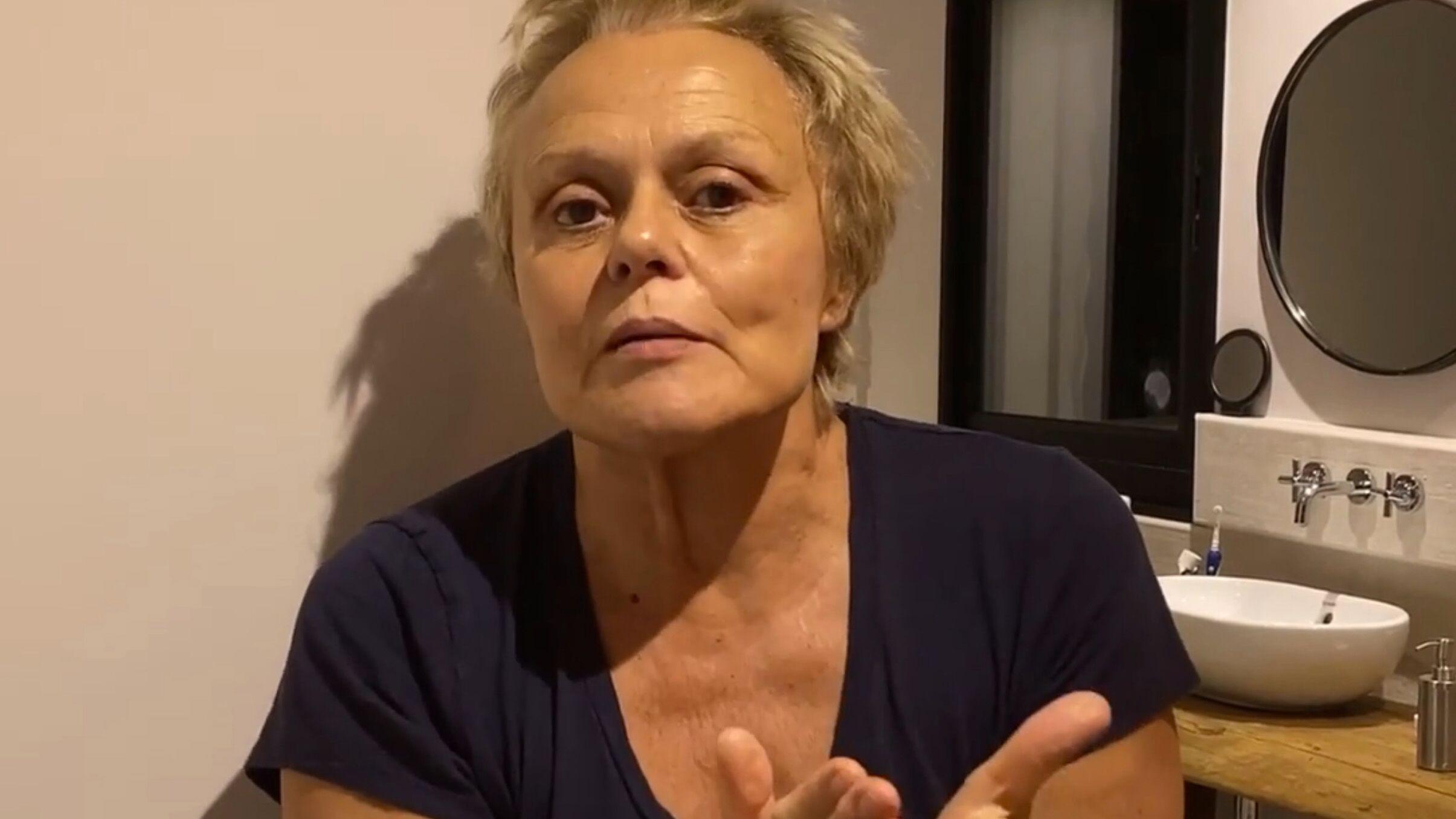 Confinement Muriel Robin Lance Un Sos Aux Coiffeurs Et C Est