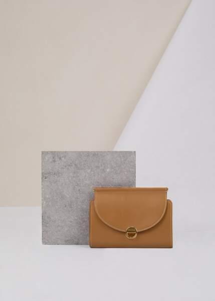 Portefeuille monochrome camel, Polène, 140€