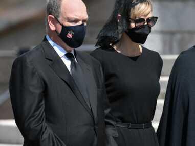 PHOTOS Caroline, Albert et Stéphanie de Monaco : émus et masqués aux obsèques de leur cousine