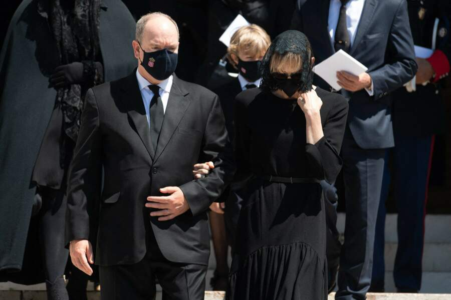 Le prince Albert II de Monaco et la princesse Charlene sortant de la Cathédrale de Monaco