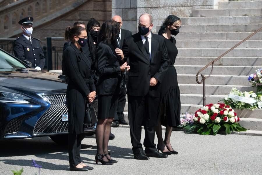 Stéphanie, Caroline, Albert et Charlene de Monaco faisant leurs adieux à la baronne Elisabeth-Anne de Massy