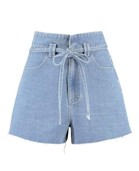 Short en jean froncé et noué à la taille, Boohoo, actuellement à 17,50€