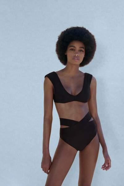 Haut de bikini avec décolleté en V 17,95€ et bas de bikini croisé 15,95€, Zara