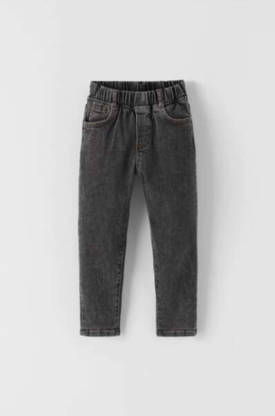 Jean jogging garçon élastique black wash, Zara, 19,95€