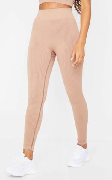 Legging côtelé sans coutures couleur nude, PrettyLittleThing, actuellement à 20€