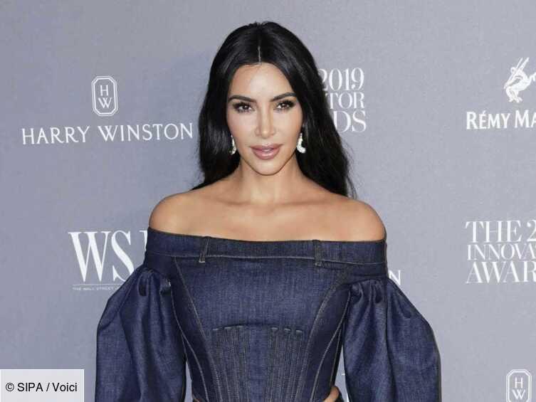 PHOTO Kim Kardashian poste un ancien cliché de ses soeurs, Kylie Jenner ne se supporte pas avant la chirurgie - Voici