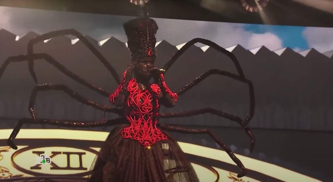 L'araignée du Mask Singer russe était...