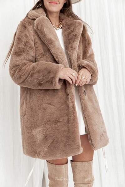 Manteau fausse fourrure Fluffy Camel, Pretty Wire, 59,90€