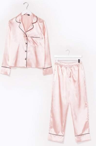 Pyjama chemise & pantalon en satin J'ai rien pigé du tout, Nasty Gal, actuellement à 24,50€