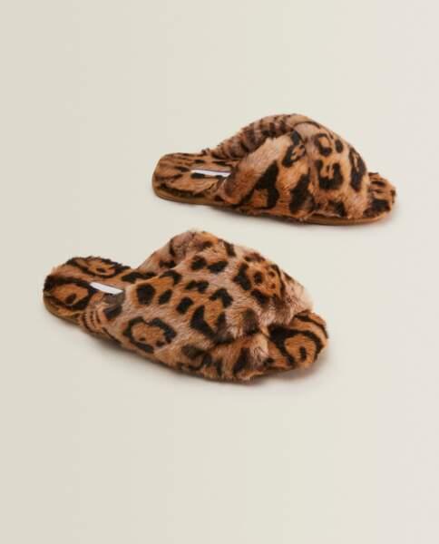 Chaussons léopard à brides croisées, Zara Home, 25,99€