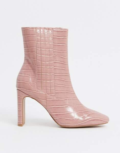 Bottines à talon effet croco rose, Asos Design, 47,99 €
