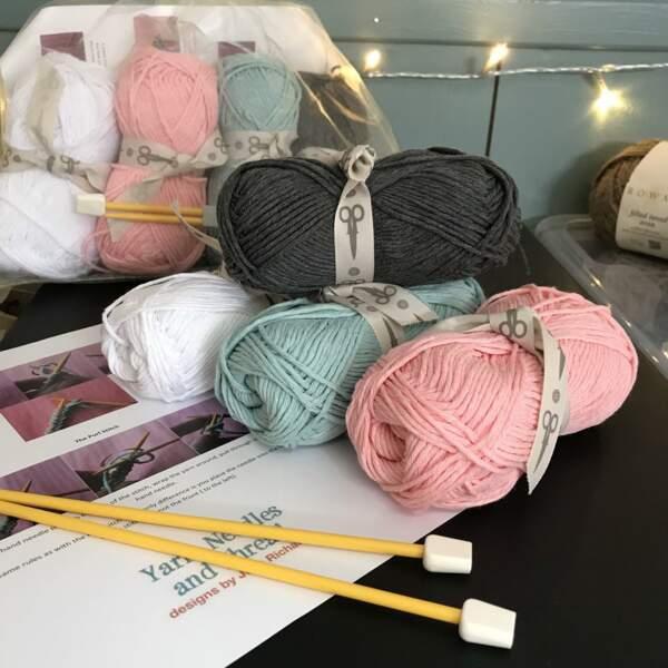 Kit de tricot pour débutants, Yarn NeedlesandThread sur Etsy, actuellement à 24,92 €