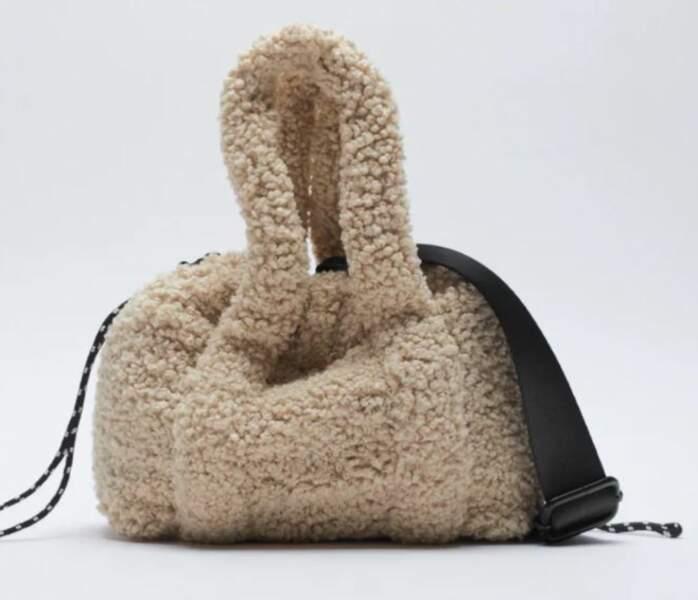 Mini sac effet mouton, Zara, 29,99 €