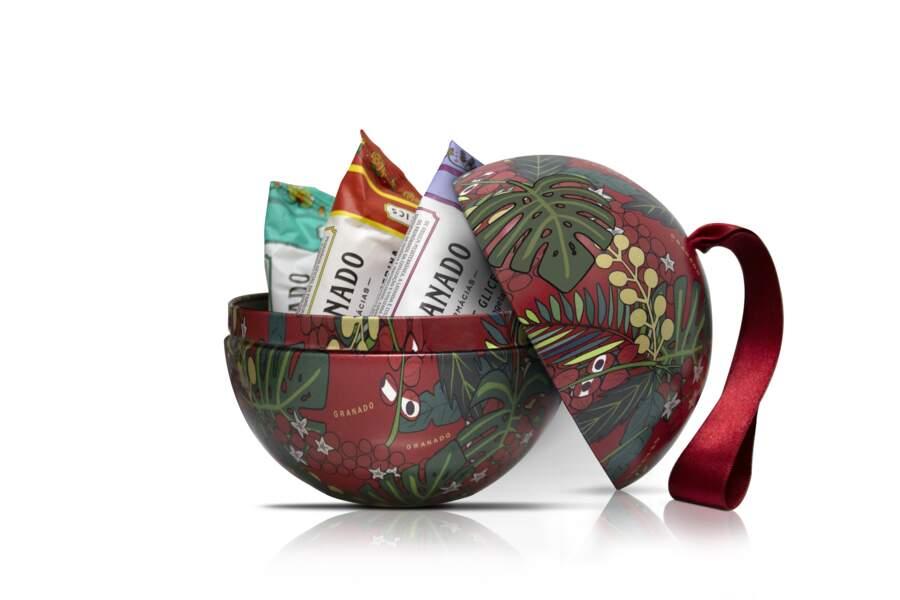 """Boule de Noël """"Terrapeutics"""", contient 3 pains de savons de 90g chacun, Granado, 22 €"""