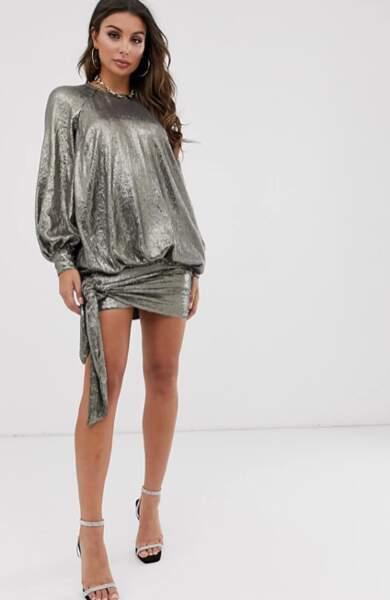 Robe courte à manches bouffantes ornée de sequins, Asos Design, actuellement à 50,95€