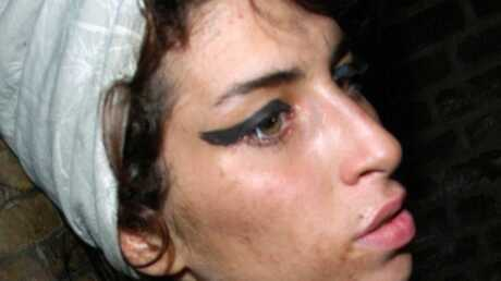 Amy Winehouse sort enfin de sa maison