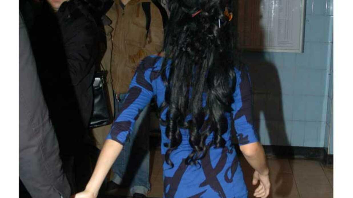 LOOK Amy Winehouse en mini robe moulante