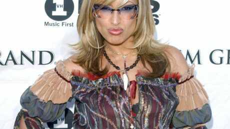 Anastacia a adopté un look sexy et glamour