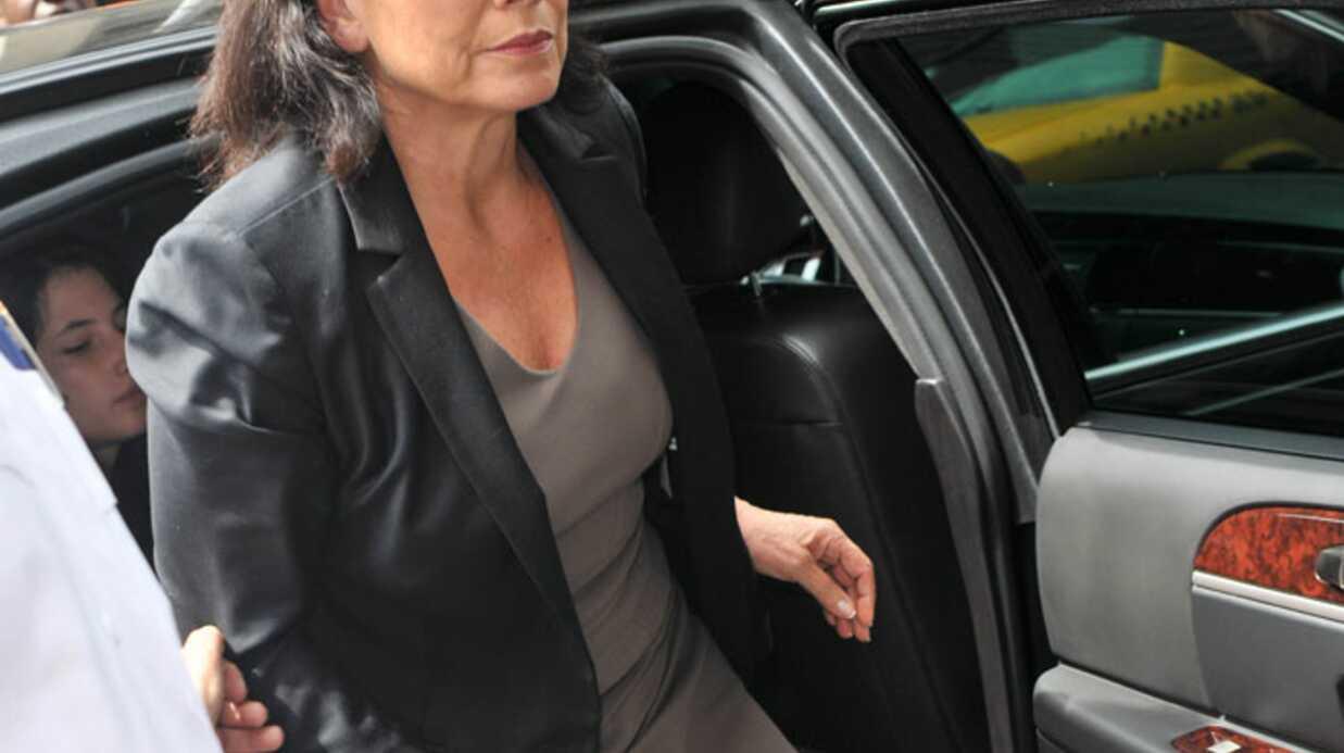 PHOTOS Anne Sinclair soulagée à la sortie du tribunal