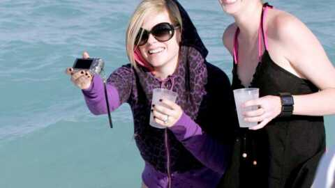 Avril Lavigne Lavigne se gorge de soleil…