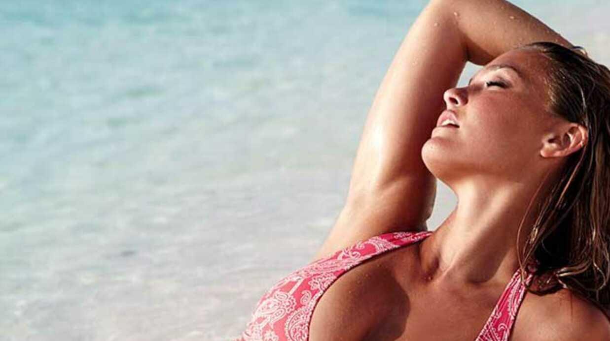 Bar Refaeli toujours aussi sexy en Victoria's Secret