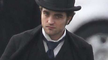 PHOTOS Robert Pattinson sur le tournage de Bel Ami