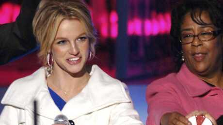 PHOTOS – Britney Spears lance les illuminations de Los Angeles