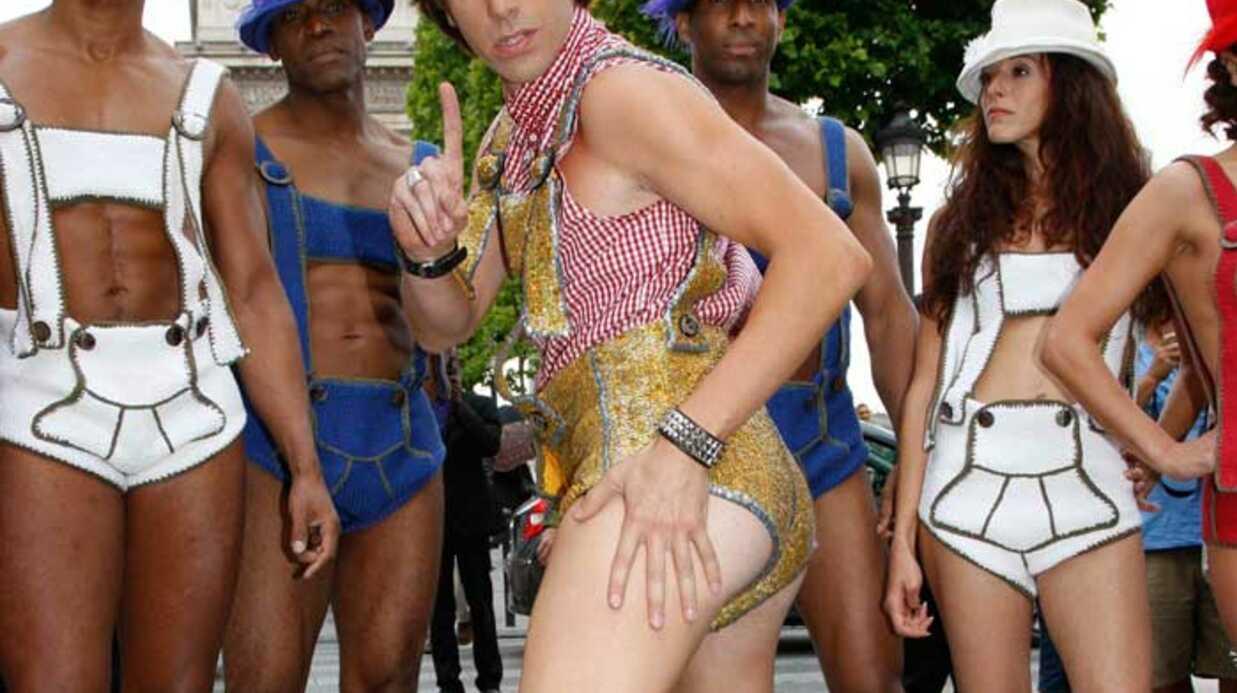 PHOTOS Sacha Baron Cohen enflamme les Champs-Élysées