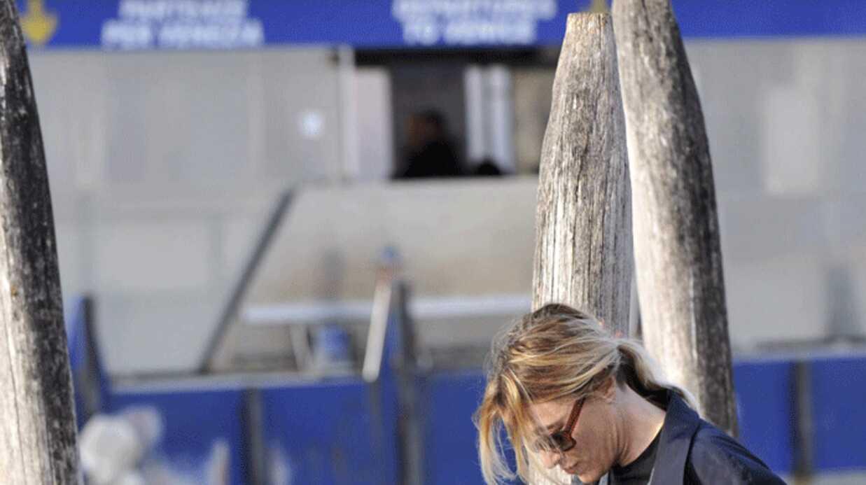 PHOTOS Carla Bruni à Venise en hommage à son père