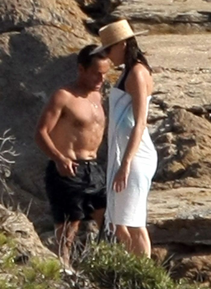 Photos Carla Bruni Et Nicolas Sarkozy En Vacances Au Cap Negre Voici