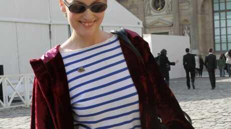 look-laetitia-casta-mal-fagottee-a-la-fashion-week